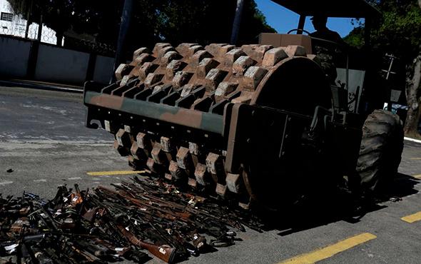 8 bin 500 silah böyle imha edildi