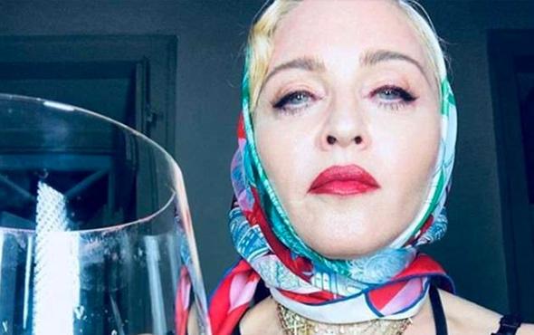 Madonna eşarplı fotoğraf paylaştı! Bakın kime benzetildi