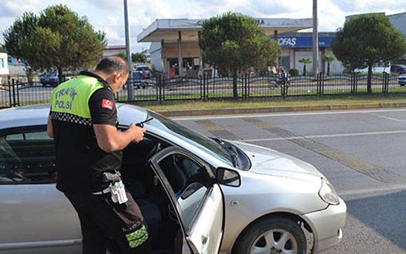 Polisi görünce otomobili bırakıp kaçtı