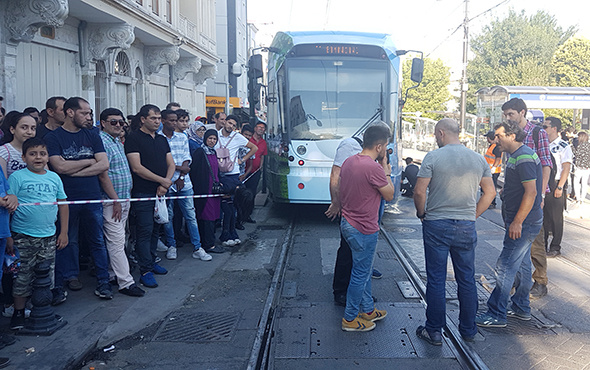Sultanahmet'te tramvay raydan çıktı; seferler yapılamadı!