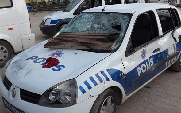 Aydın'da polis karakoluna ve araçlarına taşlı saldırı