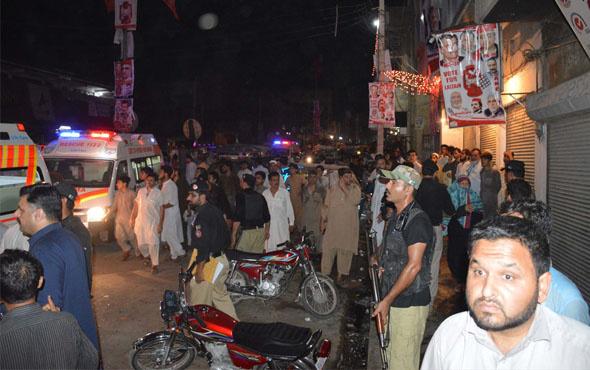 Pakistan'da mitinge canlı bombalı saldırı: 12 ölü