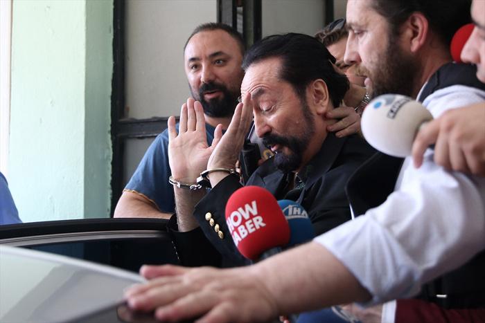 'Adnan Oktar'la seviştin mi?' sorusuna Ceylan Özgül'den olay cevap! - Sayfa 4