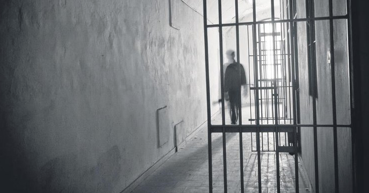 Gardiyanlardan çıplak arama skandalı 'Lezbiyen misin'