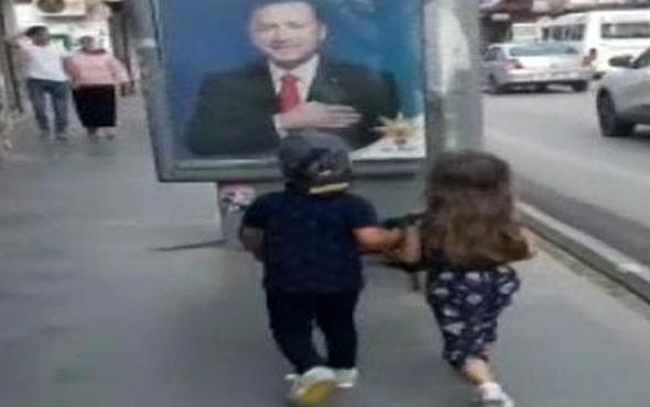 Erdoğan'ın afişini gören çocuk 'dede' diyerek elinden öptü