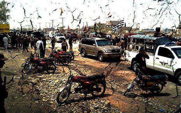 Seçim günü Pakistan'da katliam! 25 ölü onlarca yaralı var