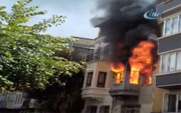 Korku dolu anlar! Fatih'te 4 katlı bina alev alev yandı