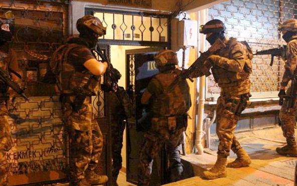 Villaya gelen kurye içeride yapılanları polise haber verince...