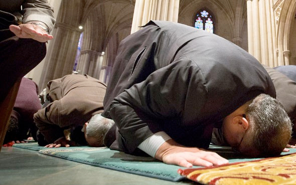 Cuma günü dualar hangi vakitte kabul olur- gizli saat kaç?
