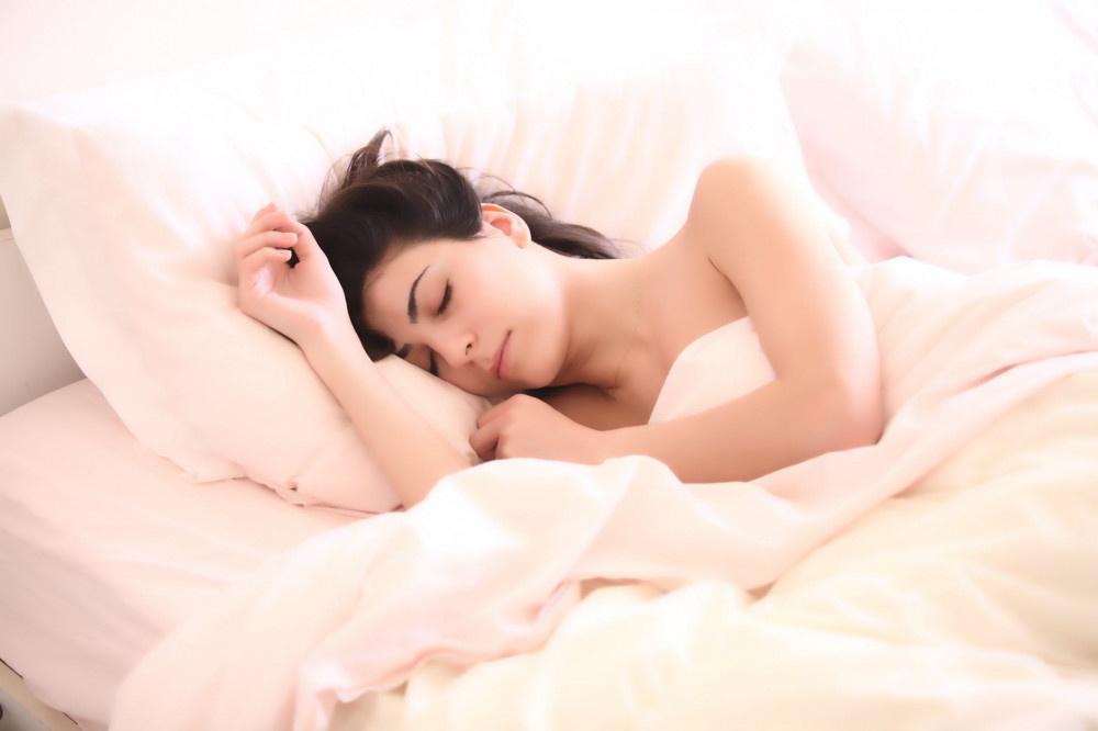 Bel ağrısının sebebi yataktan önce bu! En iyi ve en kötü uyku pozisyonu - Sayfa 1