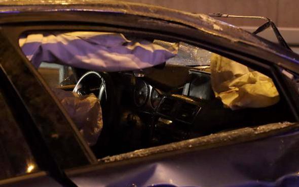 Beylikdüzü'nde iki lüks otomobil feci bir kazaya karıştı
