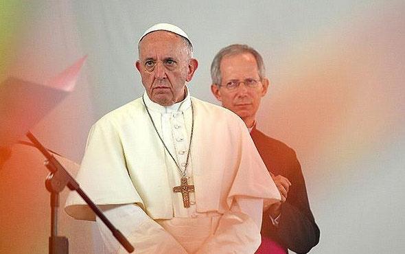 Papa çocuklara cinsel istismar olayları için özür diledi