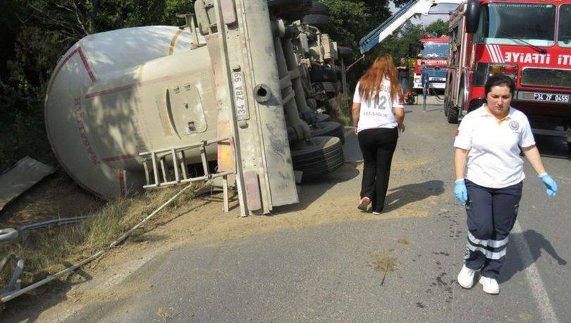 Beykoz'da kum yüklü tanker devrildi yol kapandı