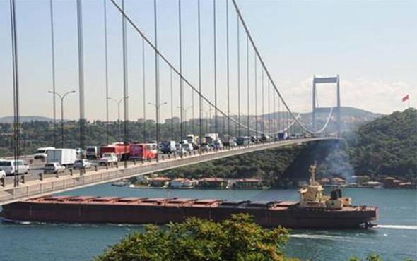Boğaz trafiği bir süre kapalı
