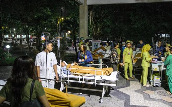 Deprem vurdu ölü sayısı giderek artıyor
