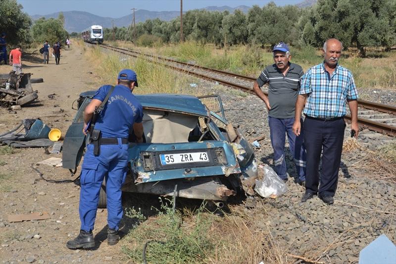 İzmir'de feci kaza! Otomobil ikiye bölündü - Sayfa 1
