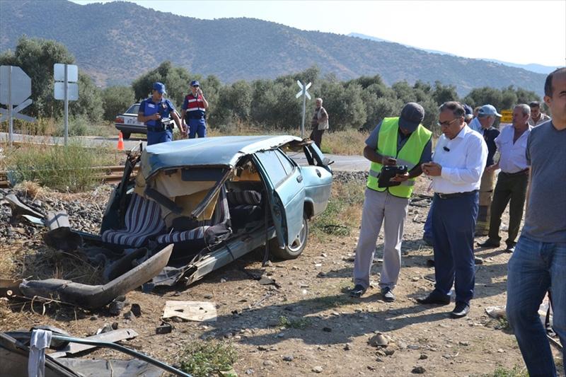 İzmir'de feci kaza! Otomobil ikiye bölündü - Sayfa 4
