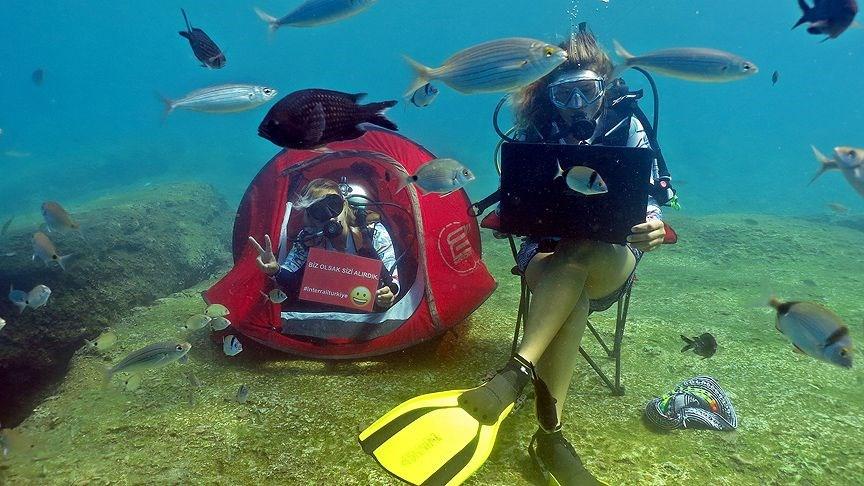 Denizin altında bisiklet sürüp tavla oynadılar - Sayfa 3