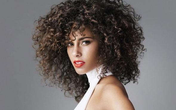 Kıvırcık saçlar için bitkisel bakım önerileri nelerdir?
