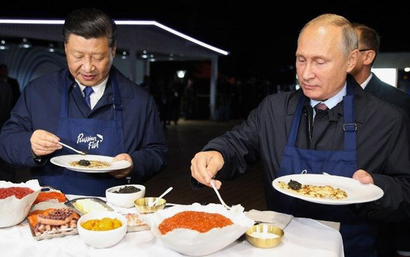 Putin ve Şi Cinping krep hazırladı