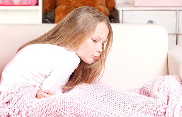 Çocuklarda geçmeyen karın ağrısı ve bulantı apandisit belirtisi