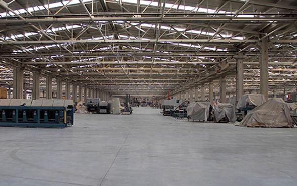 Yüzlerce kişinin çalıştığı fabrikada üretim durdu!