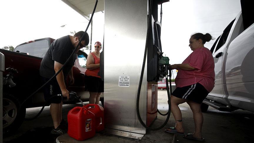ABD'de uzun benzin kuyrukları oluştu