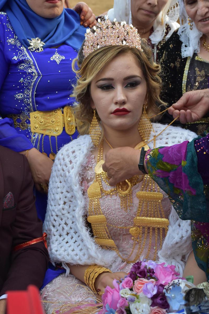 Kato Dağı'ndaki düğünde geline 1 kilo altın damada 230 bin lira takıldı