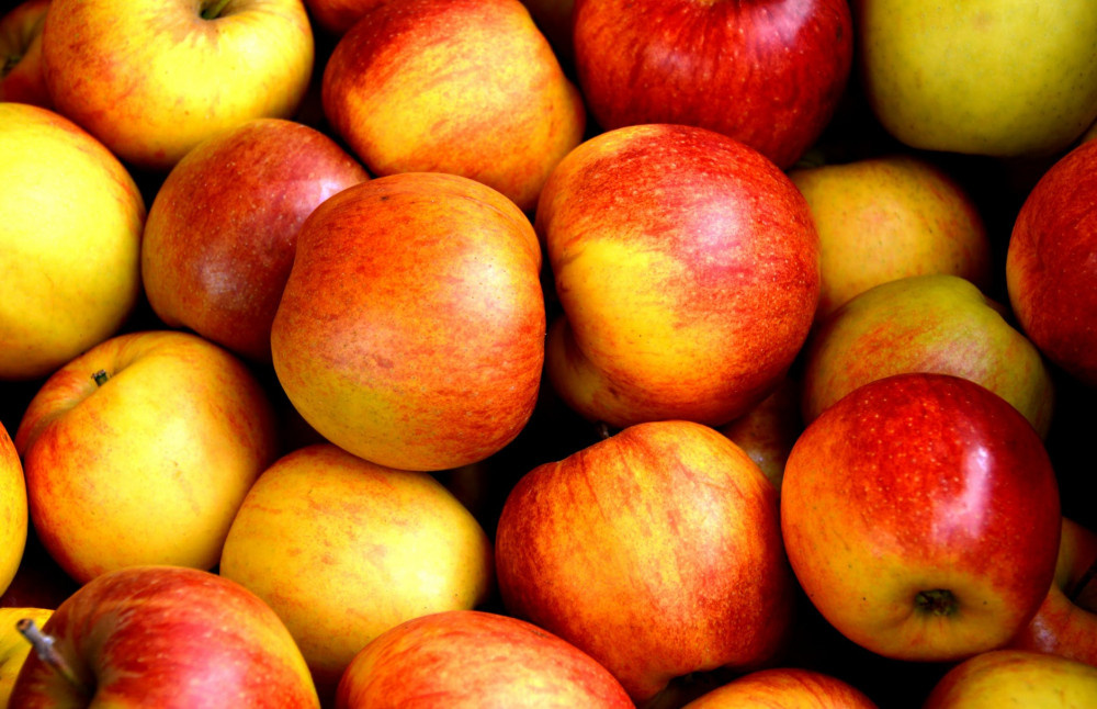 Çilek ve muzdan sonra elmadan da iğne çıktı!