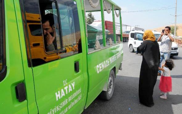 İdlib'e cenaze için döndü kazada oğlunu kaybetti