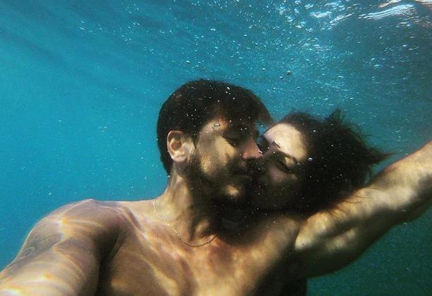 Söz dizisinin savcı Derya'sı Deniz Baysal bakın kiminle evleniyor