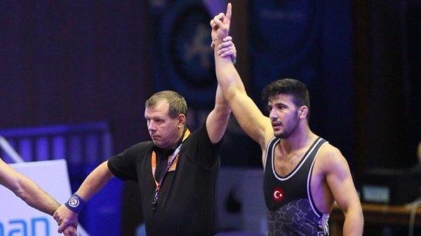 Milli güreşçi Arif Özen, Dünya Şampiyonu oldu!