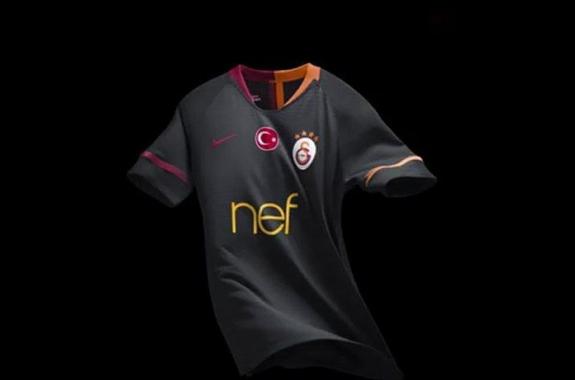 Galatasaray'ın forması için olay yorum: Çok çirkin Mahmutpaşa'da yapılmış gibi