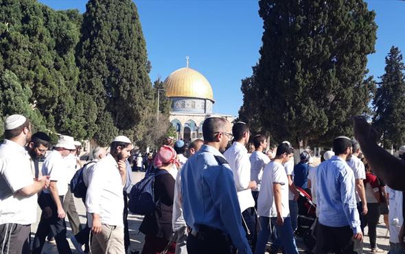 Binden fazla fanatik Yahudiden Mescid-i Aksa'ya baskın