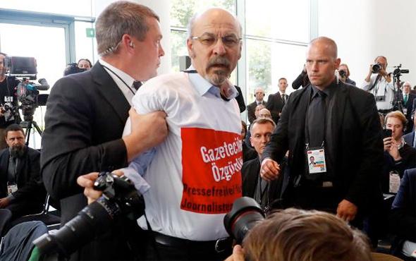 Erdoğan Merkel toplantısında bir kişi salondan atıldı