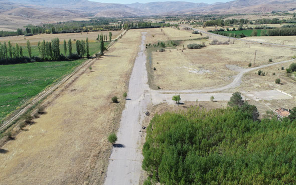 Türkiye'nin ilk yerli uçağının indiği Divriği Havaalanı böyle görüntülendi
