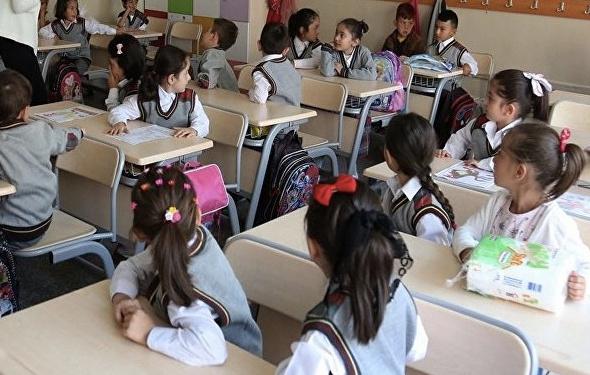 İzmir'de yarın okullar tatil mi İzmir Valiliği 1 Ekim tatil açıklaması