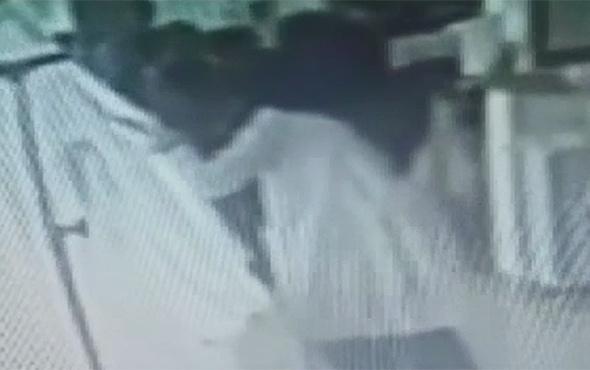 Babasının ölüm haberini veren doktora saldırdı!