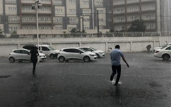 İstanbul sağanak yağmura teslim Meteoroloji uyarmıştı