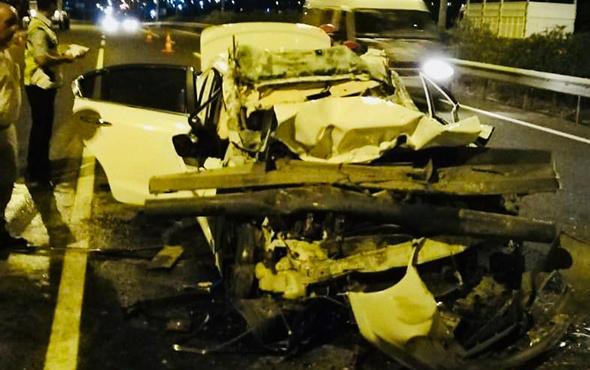 Paramparça olan otomobilden sağ kurtulamadı!