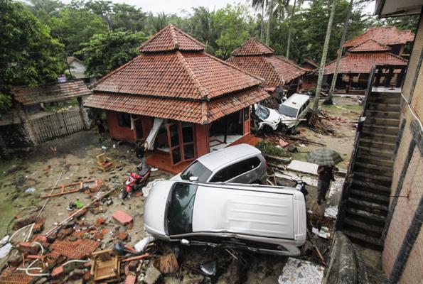 Endonezya'da heyelan faciası!  41 kişi kayboldu