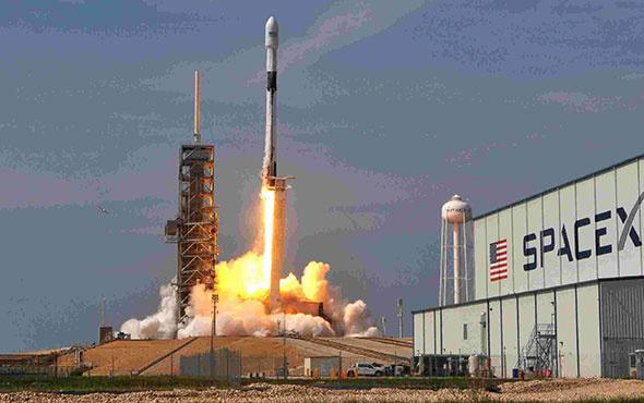 SpaceX 10 haberleşme uydusunu uzaya fırlattı!