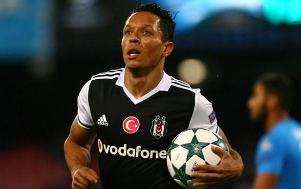 Beşiktaş'ta Adriano ile yollar ayrılabilir