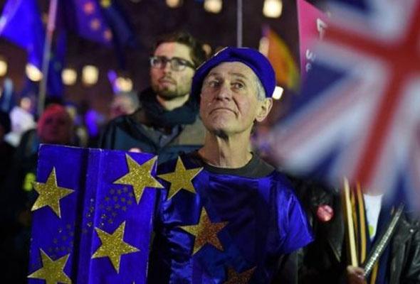 İngiltere'de son 400 yılın siyasi krizi yaşanıyor Avrupa'da kaos var - Sayfa 3