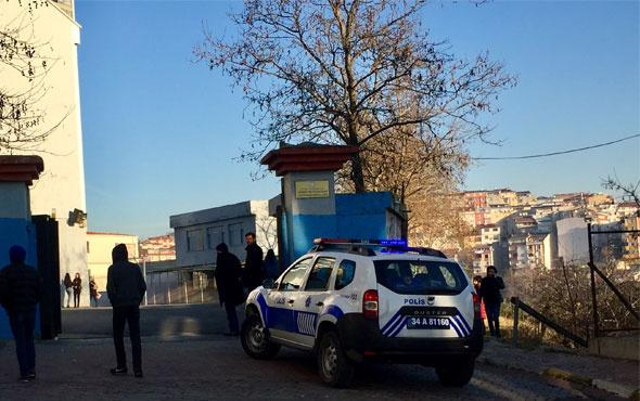 Karnelerini alan lise öğrencileri okul çıkışında bıçaklandı
