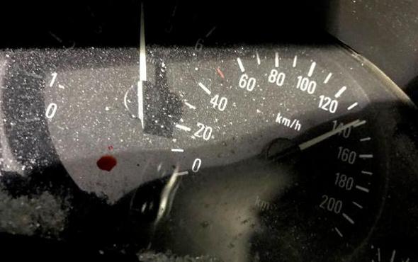 140 km hızla TIR'ın altına girdiler: 1 ölü