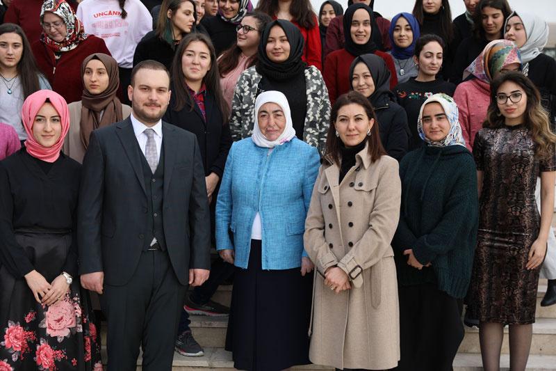 Semiha Yıldırım, Genç Kadınlar Maarifi programına Katıldı - Sayfa 1