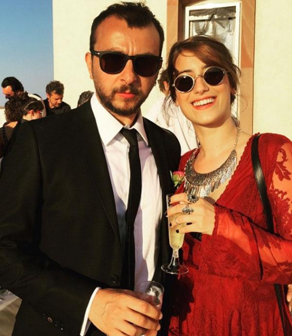 Bizim Hikaye'nin yıldızı Hazal Kaya yeni yıl sürprizi yaptı nişanı taktı