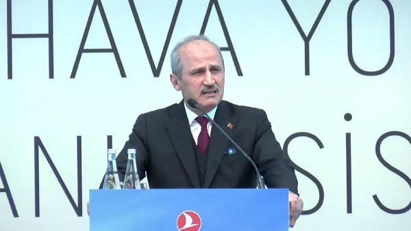 Ulaştırma Bakanı Mehmet Cahit Turhan konuşurken THY hostesi fenalaştı - Sayfa 1