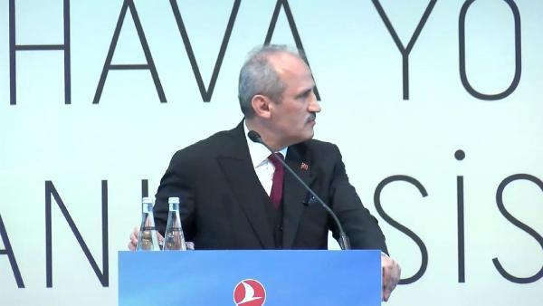 Ulaştırma Bakanı Mehmet Cahit Turhan konuşurken THY hostesi fenalaştı - Sayfa 2